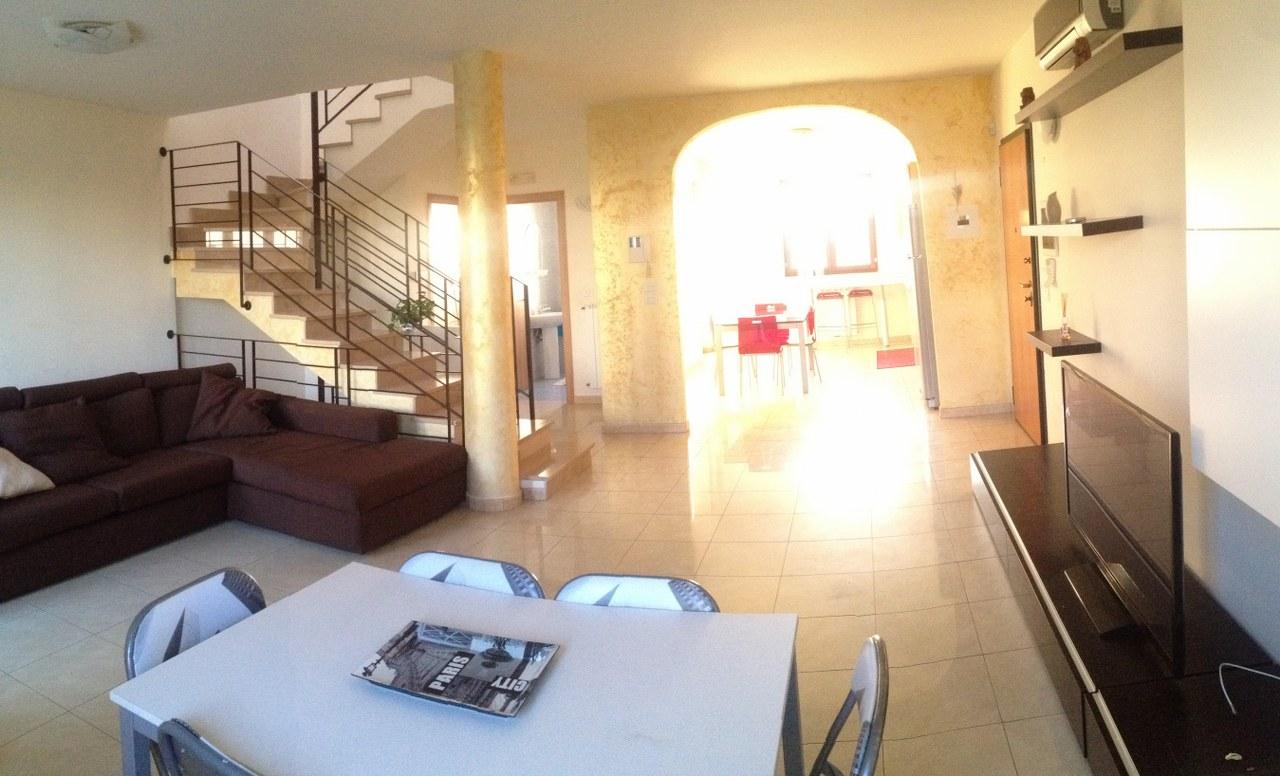 MZ  VEN 320  In vendità, Villa a Schiera in Via Mosca Brindisi